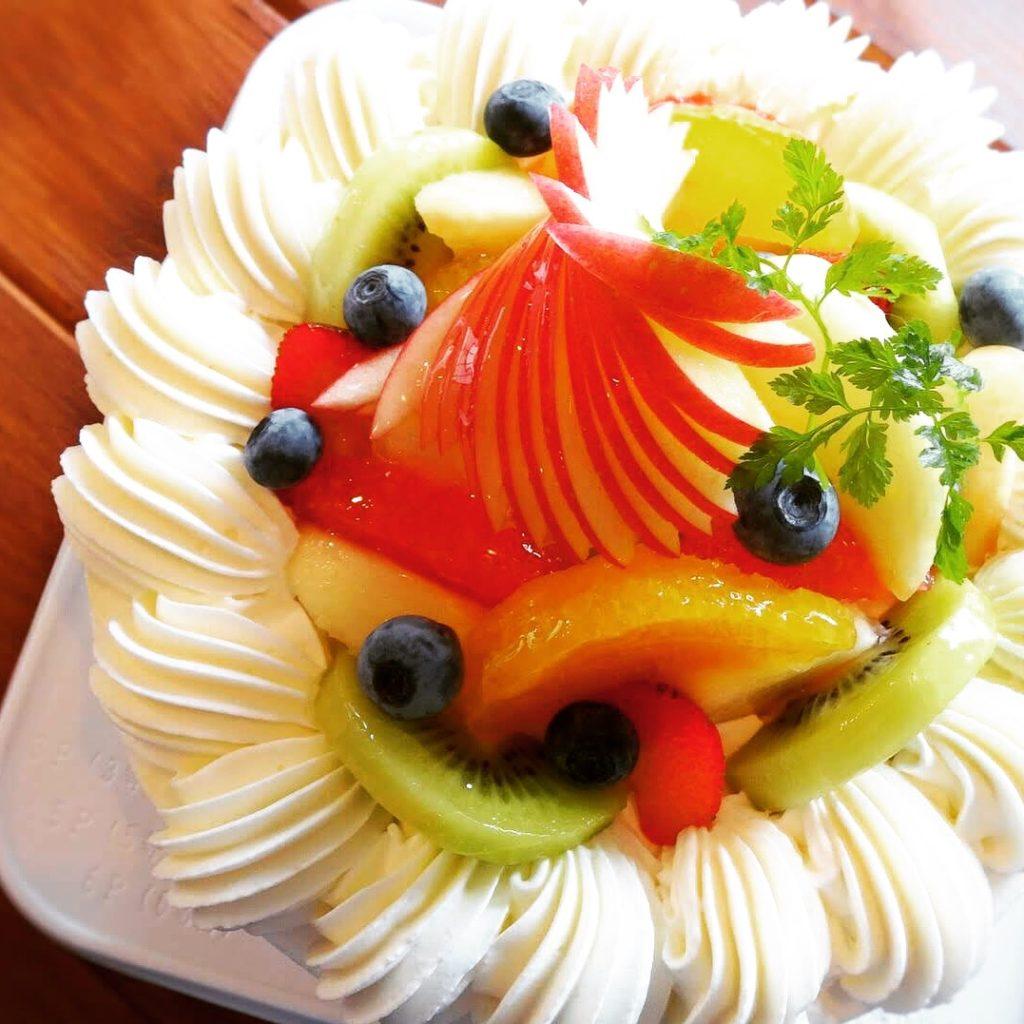 アトリエシュシュではバースデーケーキのご予約も承ります(^ ^)/