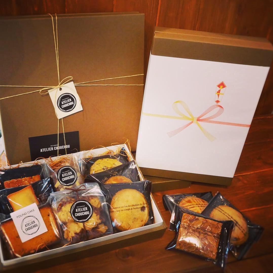 年末年始のご挨拶の手土産にシュシュの焼き菓子詰め合わせ。包装お年賀熨斗等対応しております!